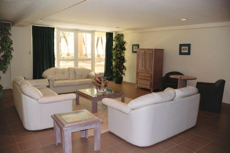 Mi kasita... <<¿¿Solo??.>> G-Flamingo-Beach-living-room(1)