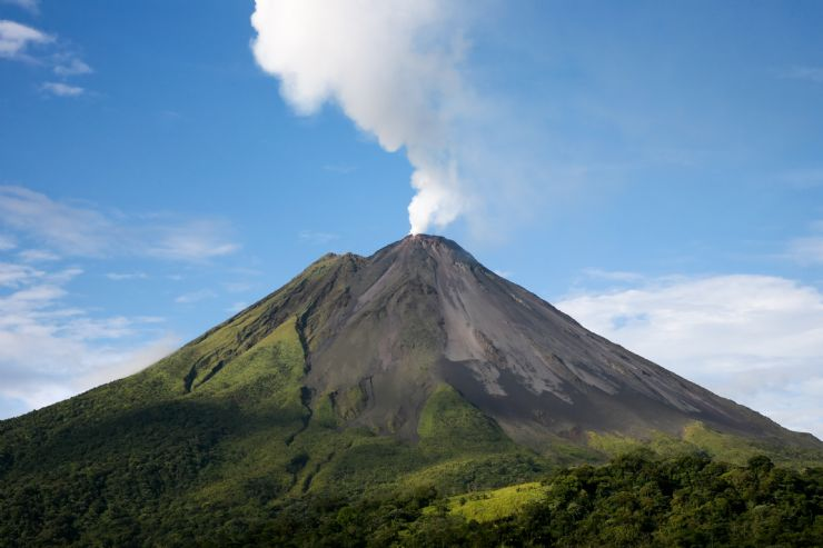 Humeante Volcan Arenal
